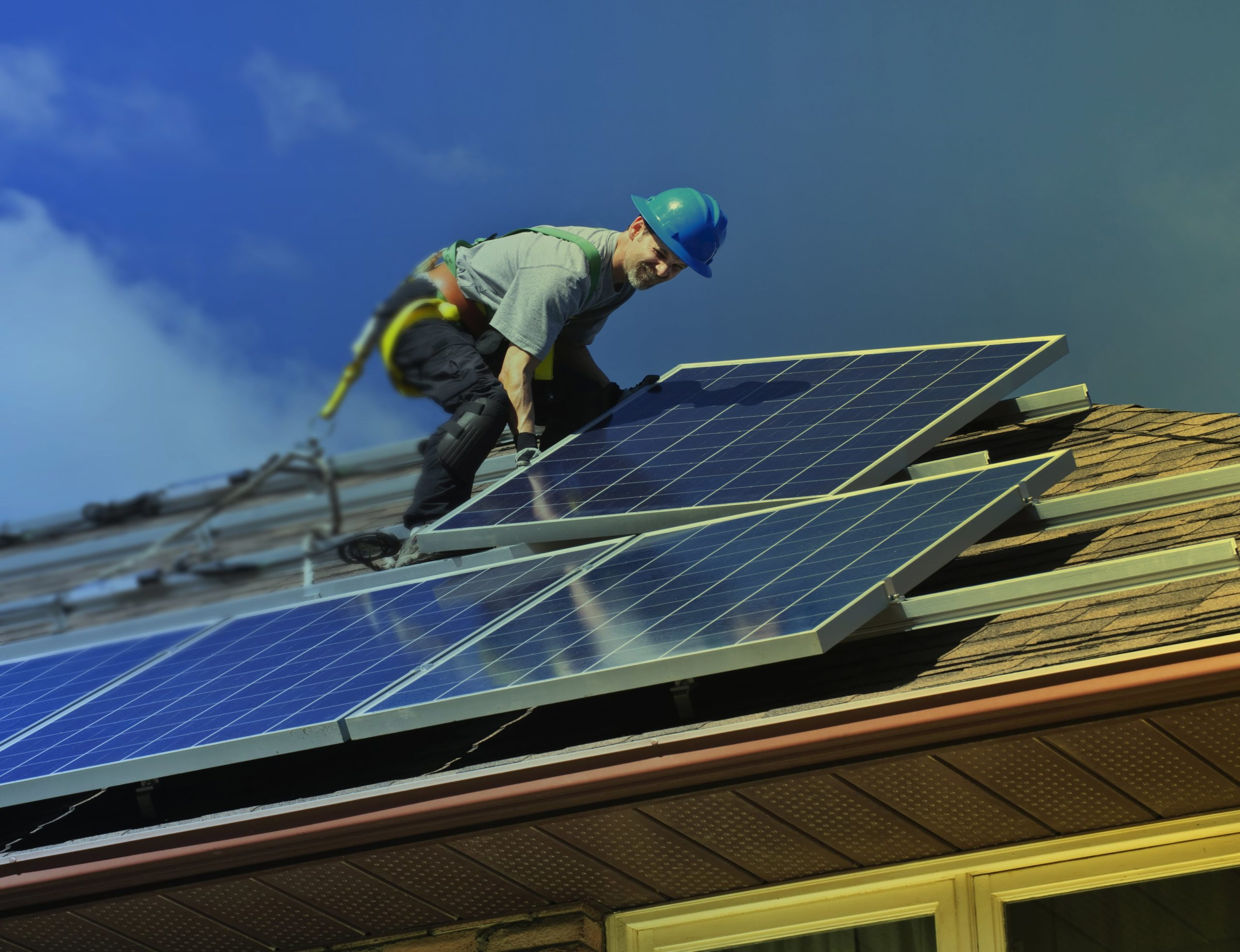 Energia-solar-fotovoltaica-Taurus-instalacion-min-scaled.jpg